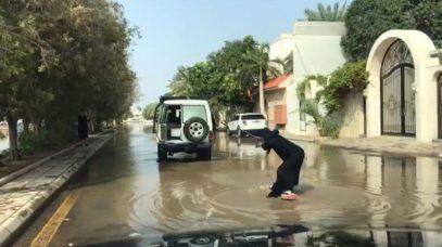 Видео с жительницей Саудовской Аравии на серфе стало вирусным