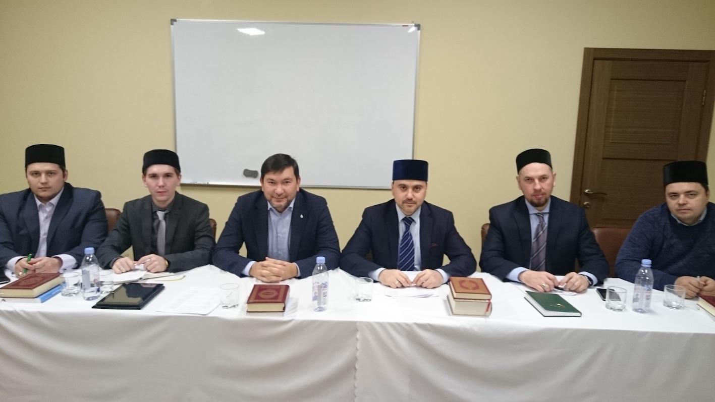 Арслан Садрив в центре