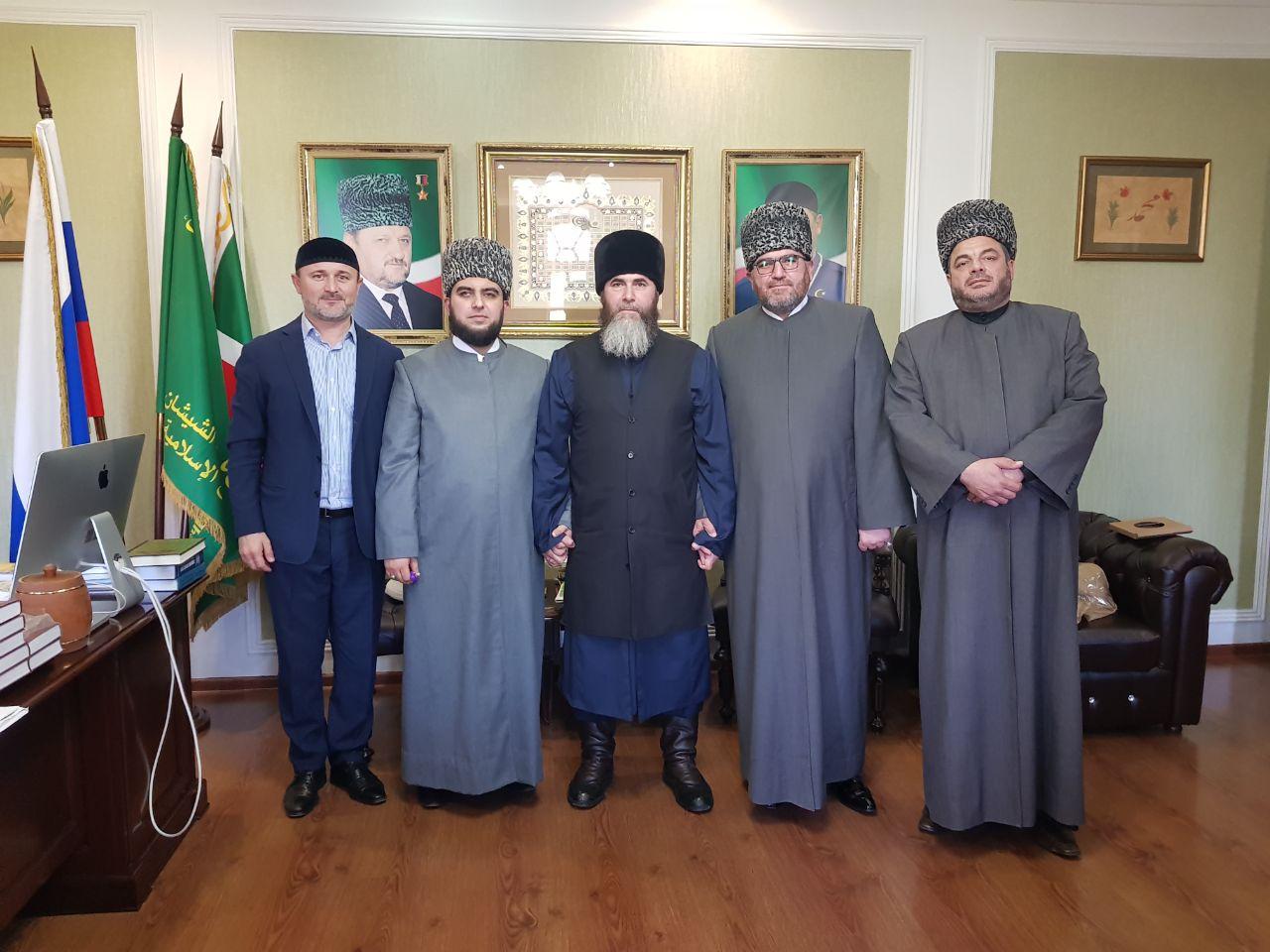 На встрече с муфтием Чечни. Второй справа Мухаммад Рами аль-Абид
