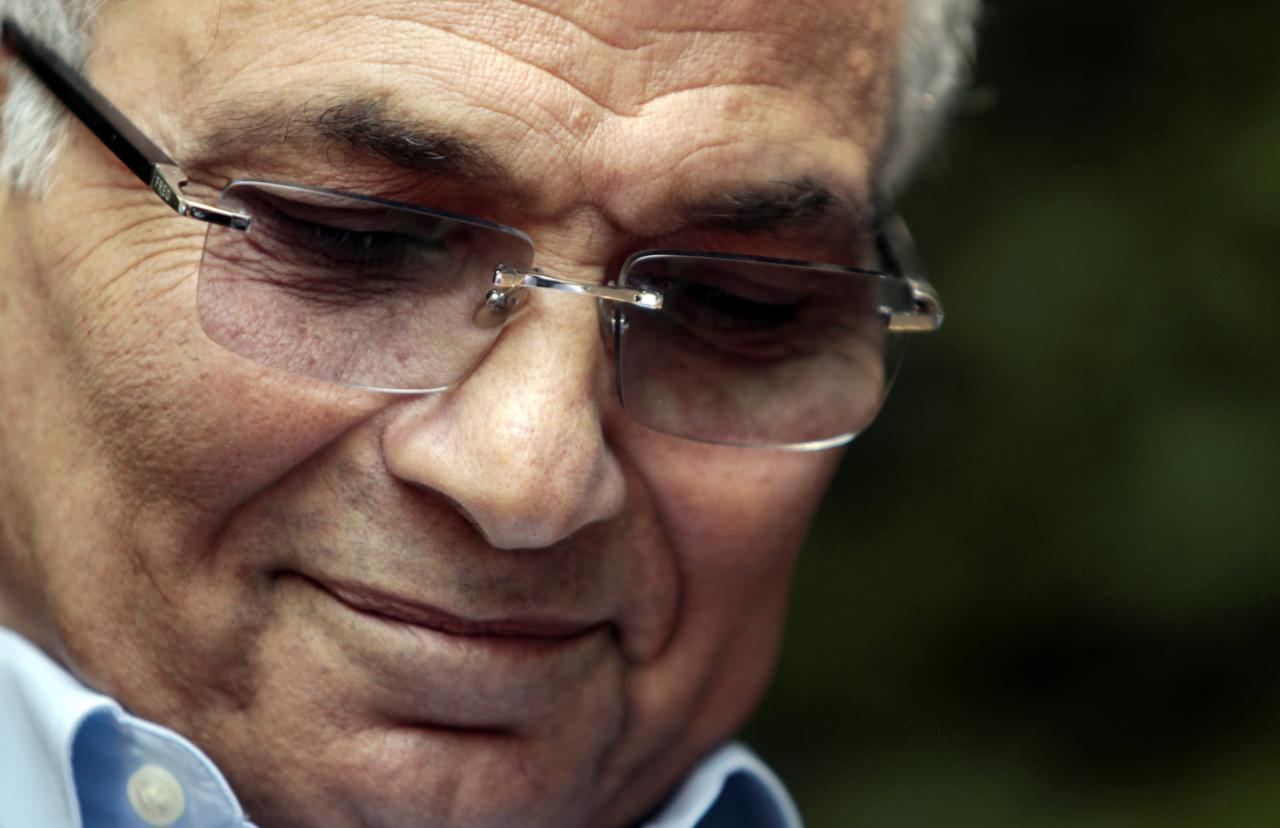Экс-премьера Египта выдворили изОАЭ
