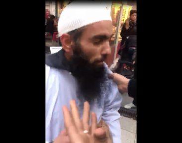 Мусульмане публично пристыдили «исламиста»-позорника (ВИДЕО)