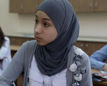 """Педагоги: чиновники, преследующие школьниц в хиджабах, """"достали со своей сексуализацией"""""""