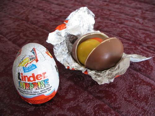 Выходцы сКавказа избили продавцов изабрали 20 шоколадных яиц сигрушками