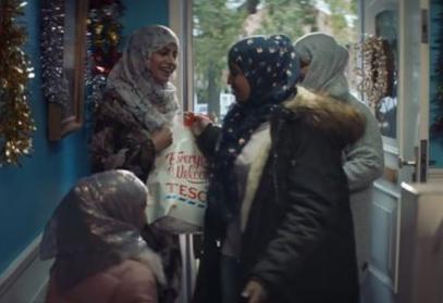 Мусульманки, празднующие Рождество, оказались в центре дебатов (ВИДЕО)