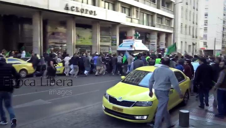 Греческие фанаты напали на праздничное шествие мусульман (ВИДЕО)