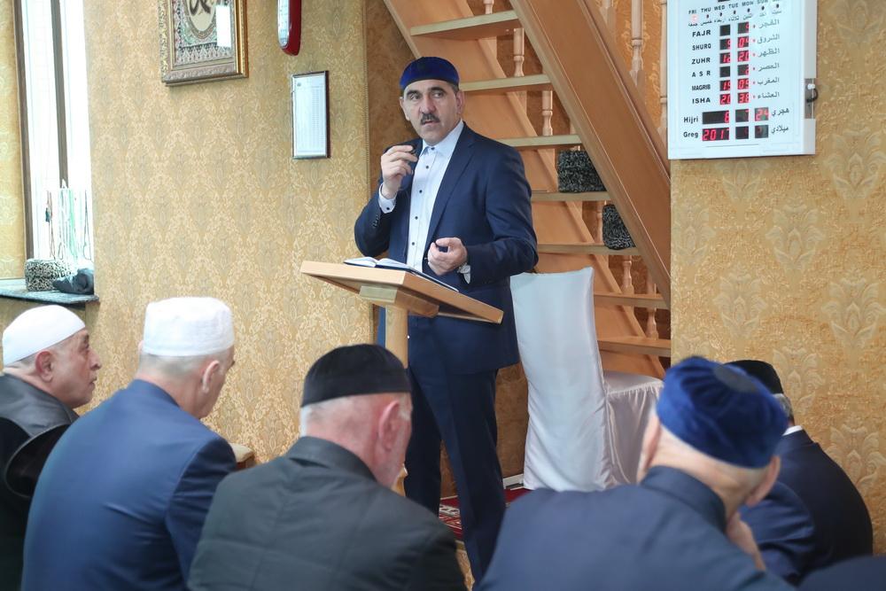 Евкуров в мечети