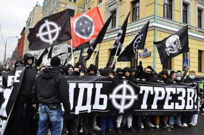 Националисты с нунчаками и ножом атаковали нерусских в метро Петербурга