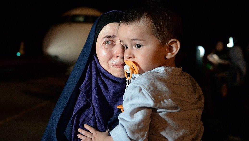 Возвращенная из Ирака на родину россиянка с ребенком