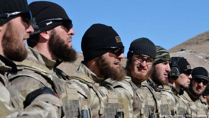 Бойцы чеченского спецназа на военных учениях