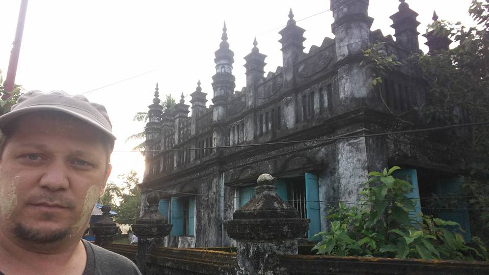 Закрытая мечеть в Мьянме