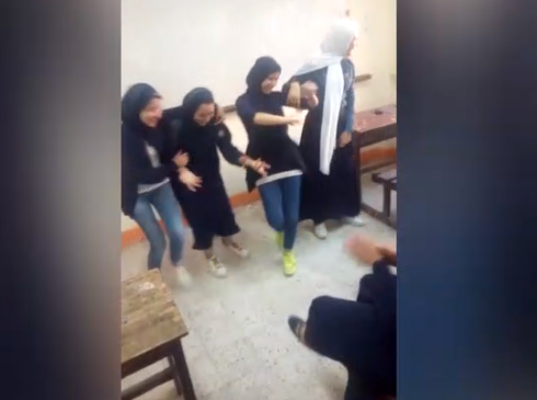 В Египте начато расследование по факту скандального танца школьниц (ВИДЕО)