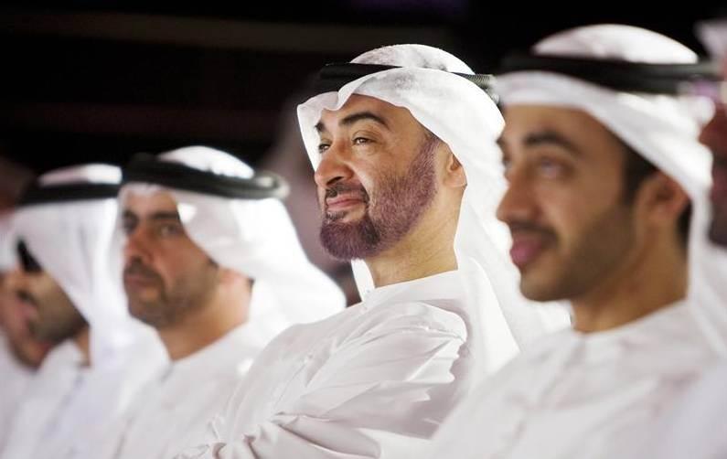 Наследный принц Абу-Даби Мухаммад ибн Зайед аль-Нахайян (в центре)