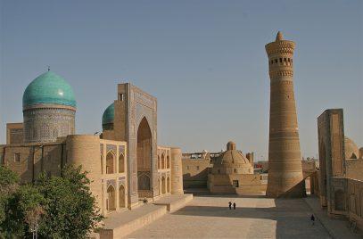 В Узбекистане мечети собирают деньги на новогодние украшения