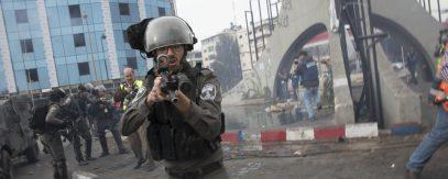 В соцсетях шокированы избиением палестинских врачей израильскими силовиками (ВИДЕО)