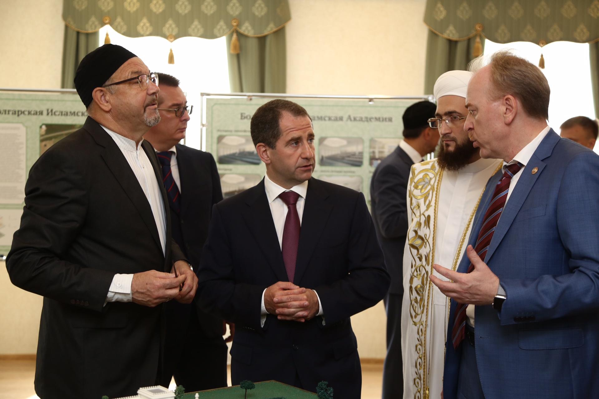 Бабич во время посещения исламской академии