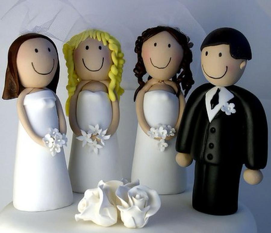 Настоящий мужик. 50-летний Мухаммад сыграл свадьбу сразу с тремя невестами (ВИДЕО)