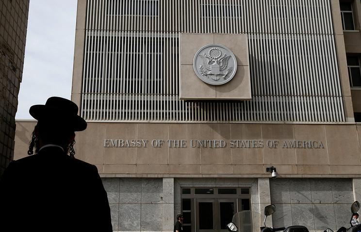 Трамп объявил, что перенос посольства США вИерусалим займет более одного года