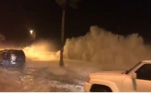 На Саудовскую Аравию обрушился цунами (ВИДЕО)