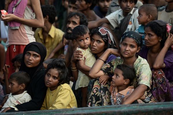 Власти Пакистана пришли на помощь мусульманам-рохинья