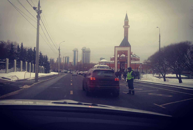 """Пятничная история про """"кяфиров, мешающих молиться мусульманам"""""""