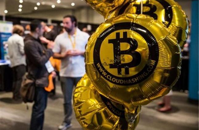 Люди продолжают скупать биткоины, несмотря на скепсис экономистов