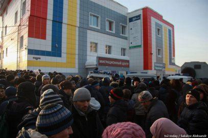 В Томске мигрантов усмирили дубинками и электрошокерами – СМИ
