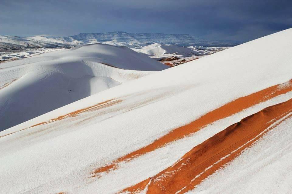 Африканская Сахара. Дети катаются на снежных горках (ВИДЕО)