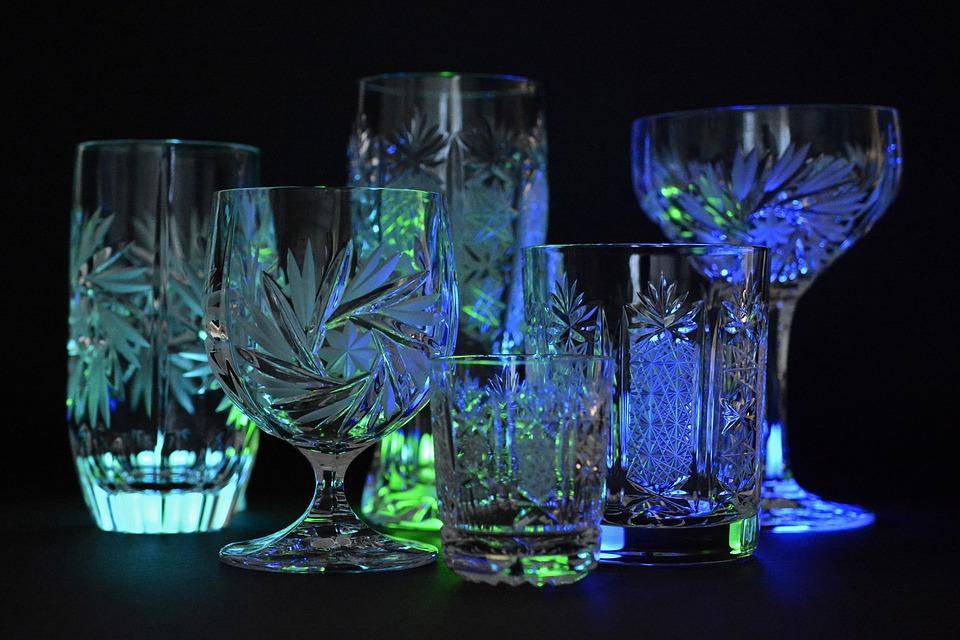Разноцветные бокалы – яркая нотка на вашем столе