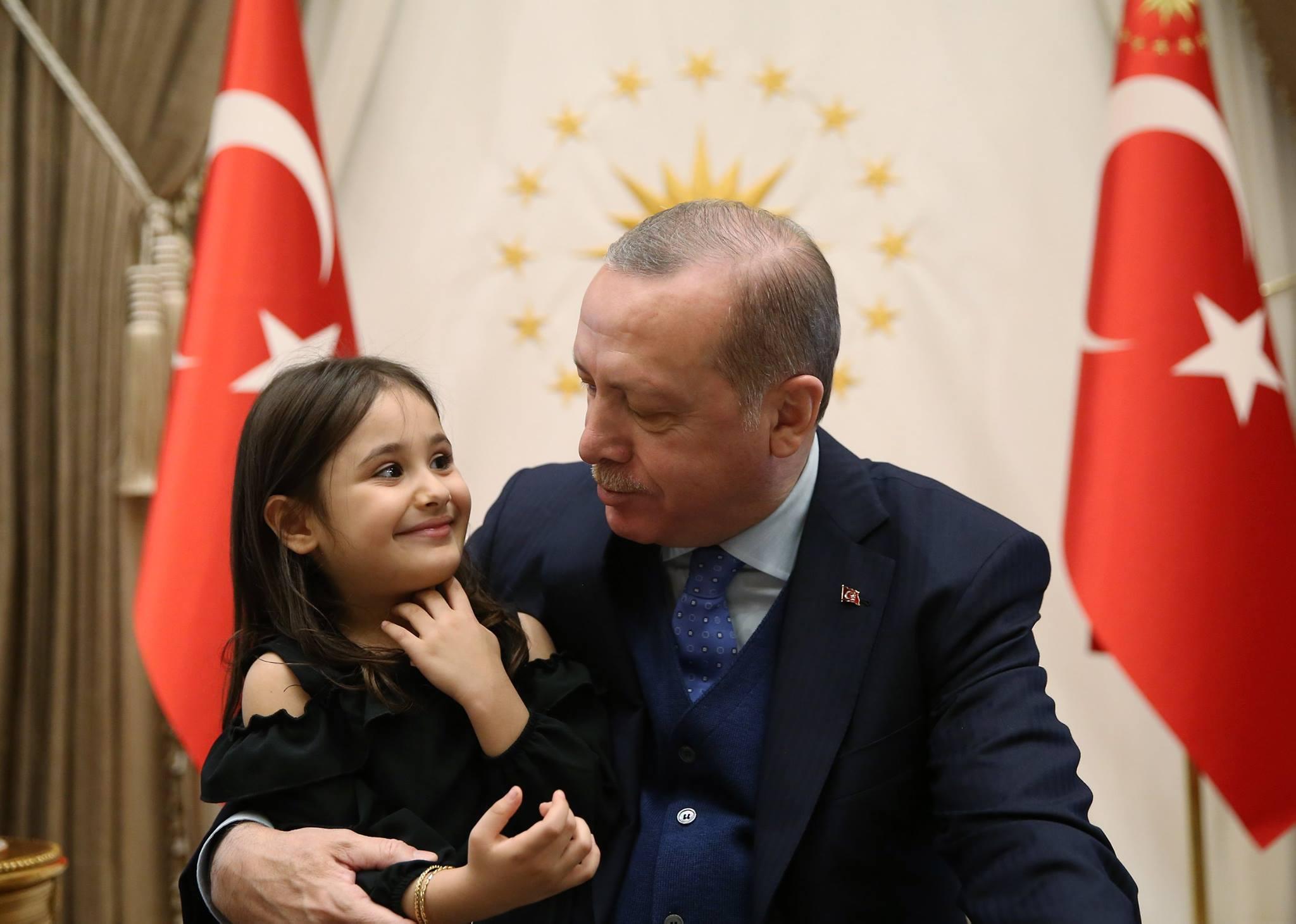 Девочка и президент. Эрдоган исполнил мечту 4-летней Аиши (ВИДЕО)