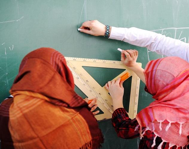 С директором школы, запретившим хиджаб, произошло неожиданное