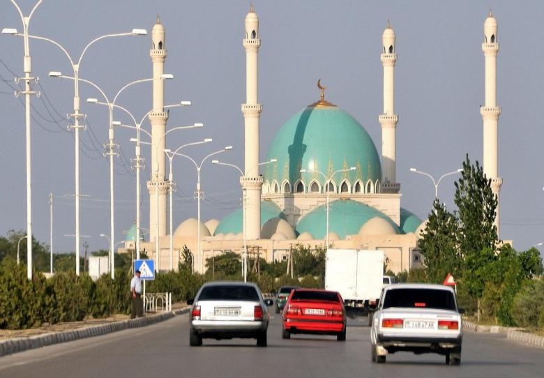 В Туркменистане вступил в силу запрет на черные машины