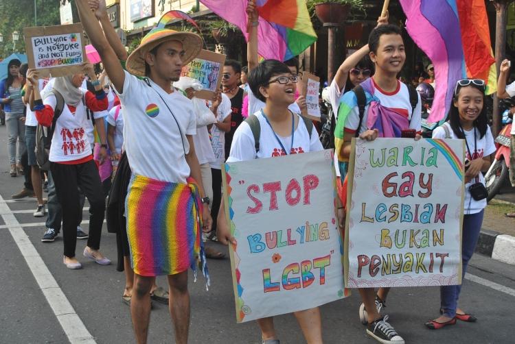 Представители ЛГБТ в Индонезии