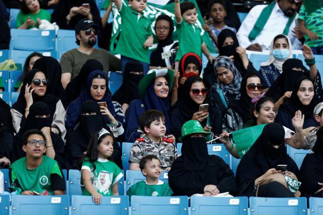 Женщин в Саудовской Аравии впервые пустили на стадион