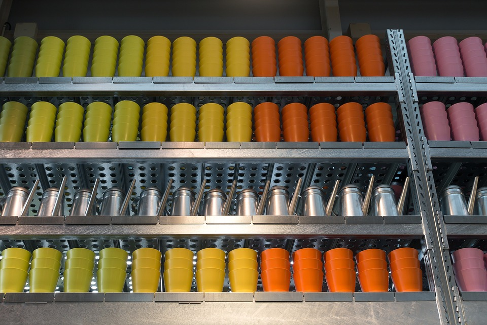 Металлические торговые стеллажи для магазина