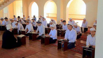 Власти в недоумении: все больше киргизов предпочитают медресе светской школе