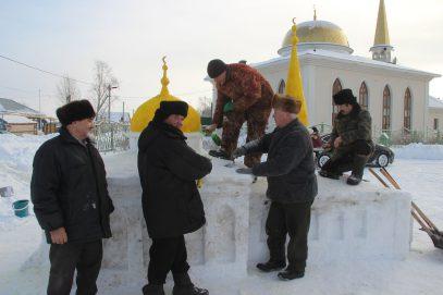 В Татарстане стали строить мечети из снега