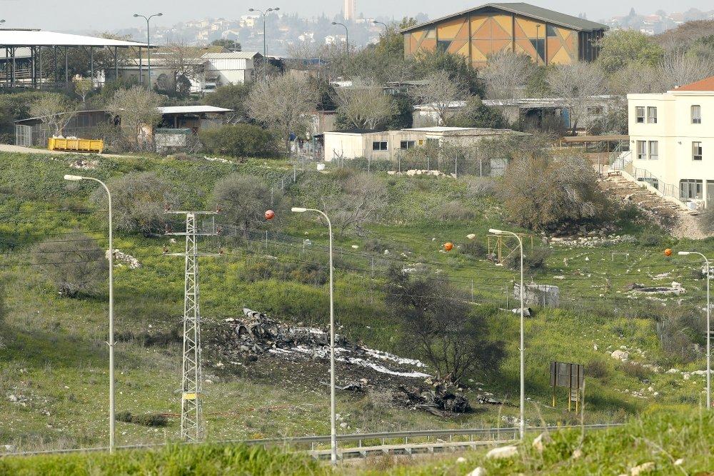 Обломки израильского самолета, сбитого ПВО Сирии. Фото AFP