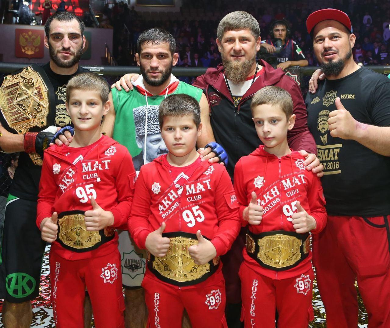 На фото: сыновья Рамзана Кадырова (слева направо) Ахмад, Адам, Зелимхан.www.yuga.ru