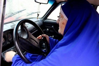 Жизнь заставила. Как мусульманка стала водителем такси