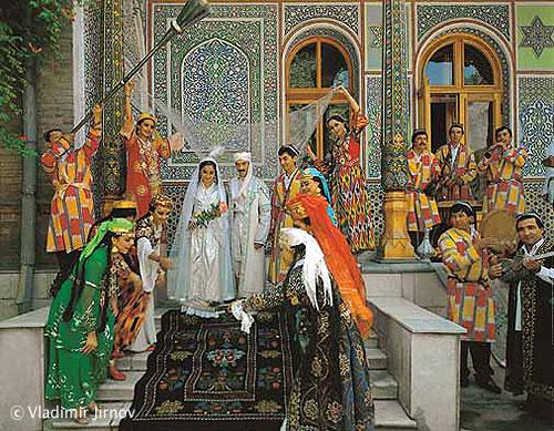 На фото: традиционная узбекская свадьба