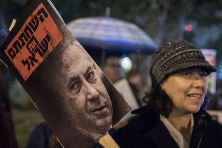 Участница акции протеста против израильского премьера