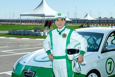 Президент Туркмении устроил распродажу бронированных Mercedes-Maybach