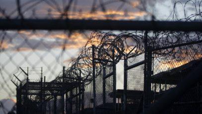 США объяснили заминку с выдачей первого при Трампе узника Гуантанамо