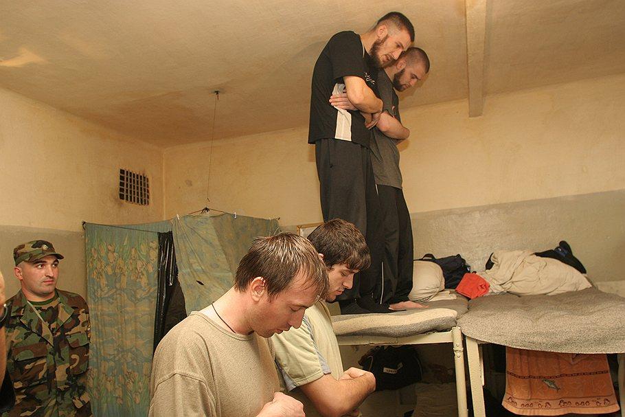 Намаз в тюремной камере