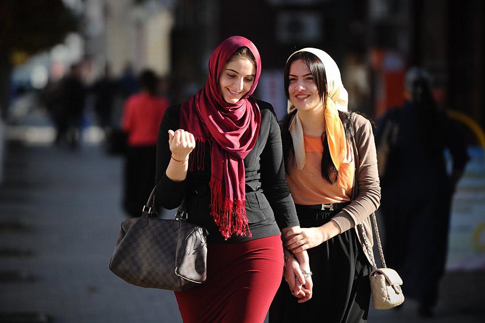 """Глава Чечни в день хиджаба рассказал о """"скромности, совестливости и порядочности"""""""