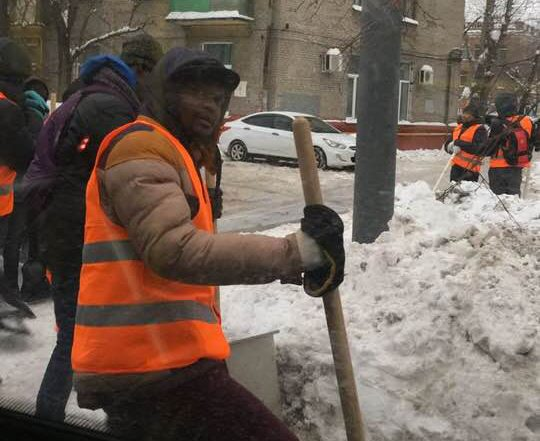 Горы снега и африканские дворники – новая особенность Москвы
