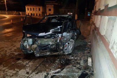 В Твери водитель уходил от погони и протаранил мечеть