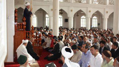 В Таджикистане десятки имамов провалили экзамены и лишились работы