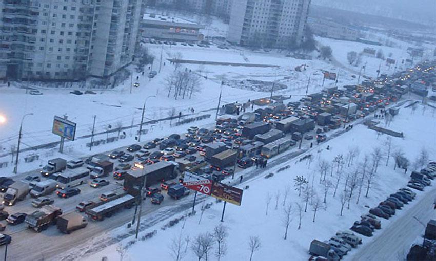 Москва встала в гигантских пробках