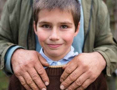 Мусульманская семья поразила отношением к приемному сыну-иноверцу